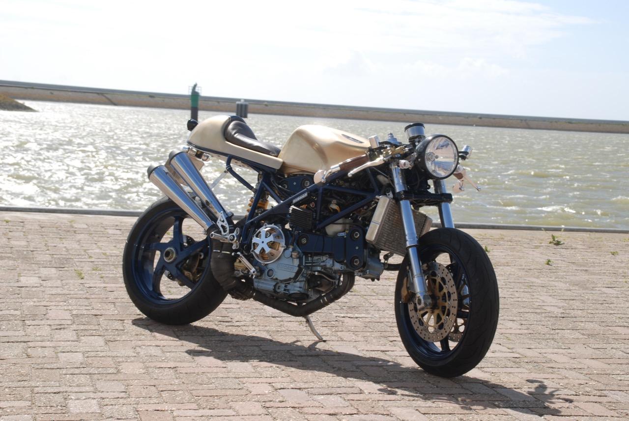 "Ducati 748 Café Racer ""L'olandese volante"" by Mark Fransdonk"