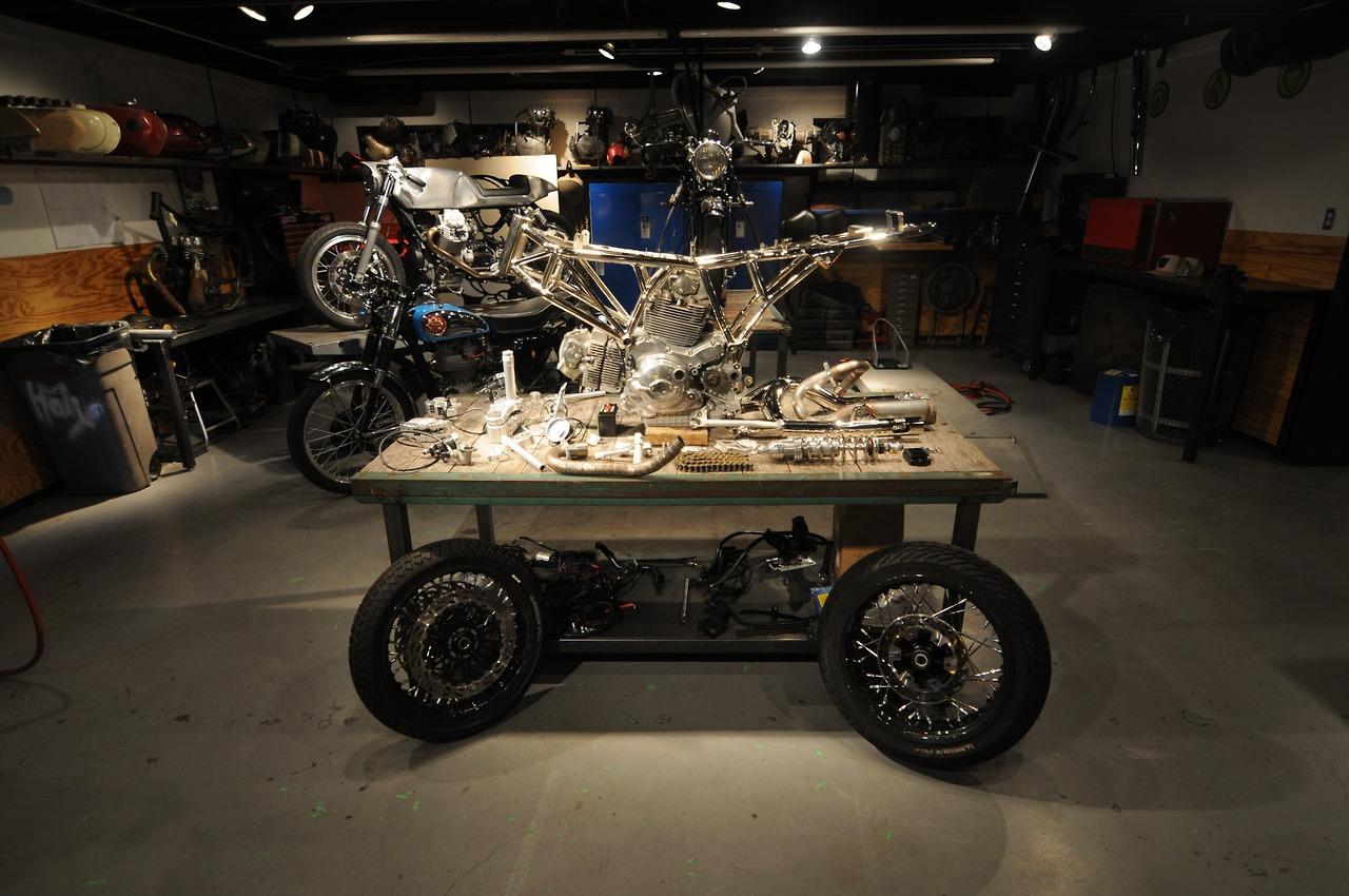 http://caferacersunited.com/wp-content/uploads/2013/10/Ducati-Sport-Cafe-Racer-17.jpg