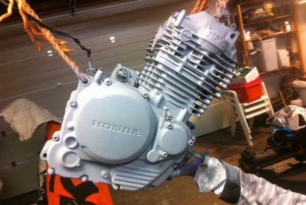 How to Paint a Cafe Racer Engine - MotoMatter