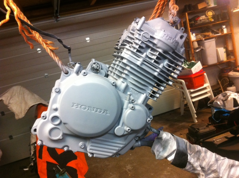 How to paint a Cafe Racer engine